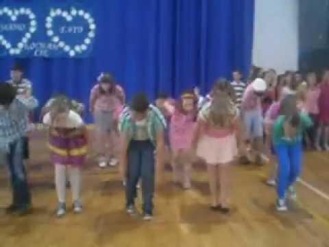"""Taniec Dla Dzieci – """"Waka, waka"""" układ taneczny"""